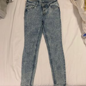 Old Navy Rockstar Skinny Acid Wash Jean size 4